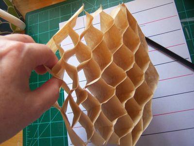 How to make honeycomb paper balls (18)