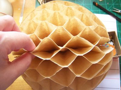 How to make honeycomb paper balls (35)