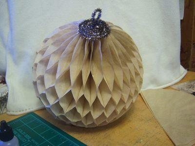 How to make honeycomb paper balls (55)